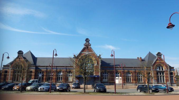Gare de Châtelet - Jean-Claude Tissier (Conseiller communal Droite Populaire) a ainsi proposé d'offrir une seconde vie au bâtiment de la gare afin d'éviter qu'il ne devienne un énième chancre en ville.